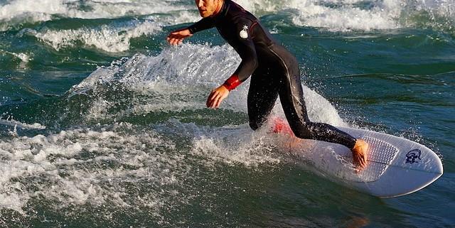 imagen surfista en el mar