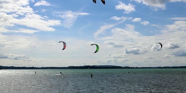 Imagen kitesurf en la playa