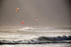 Tres riders surcan el mar y el viento