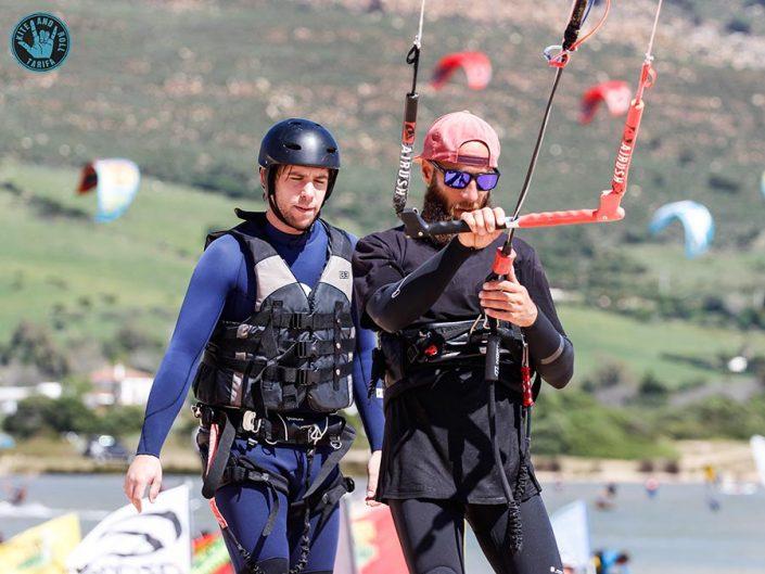 monitor de kite con alumno