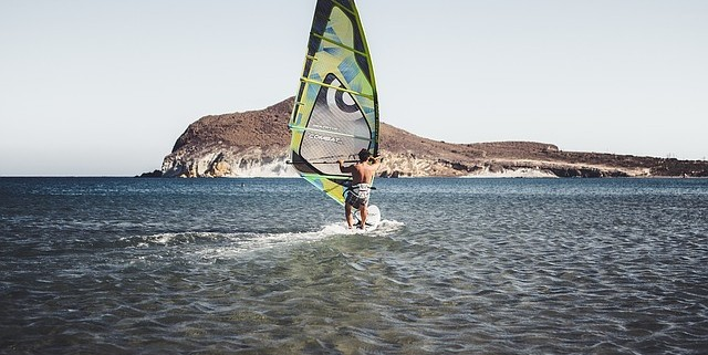 Vela de Windsurf y su correcta utilización
